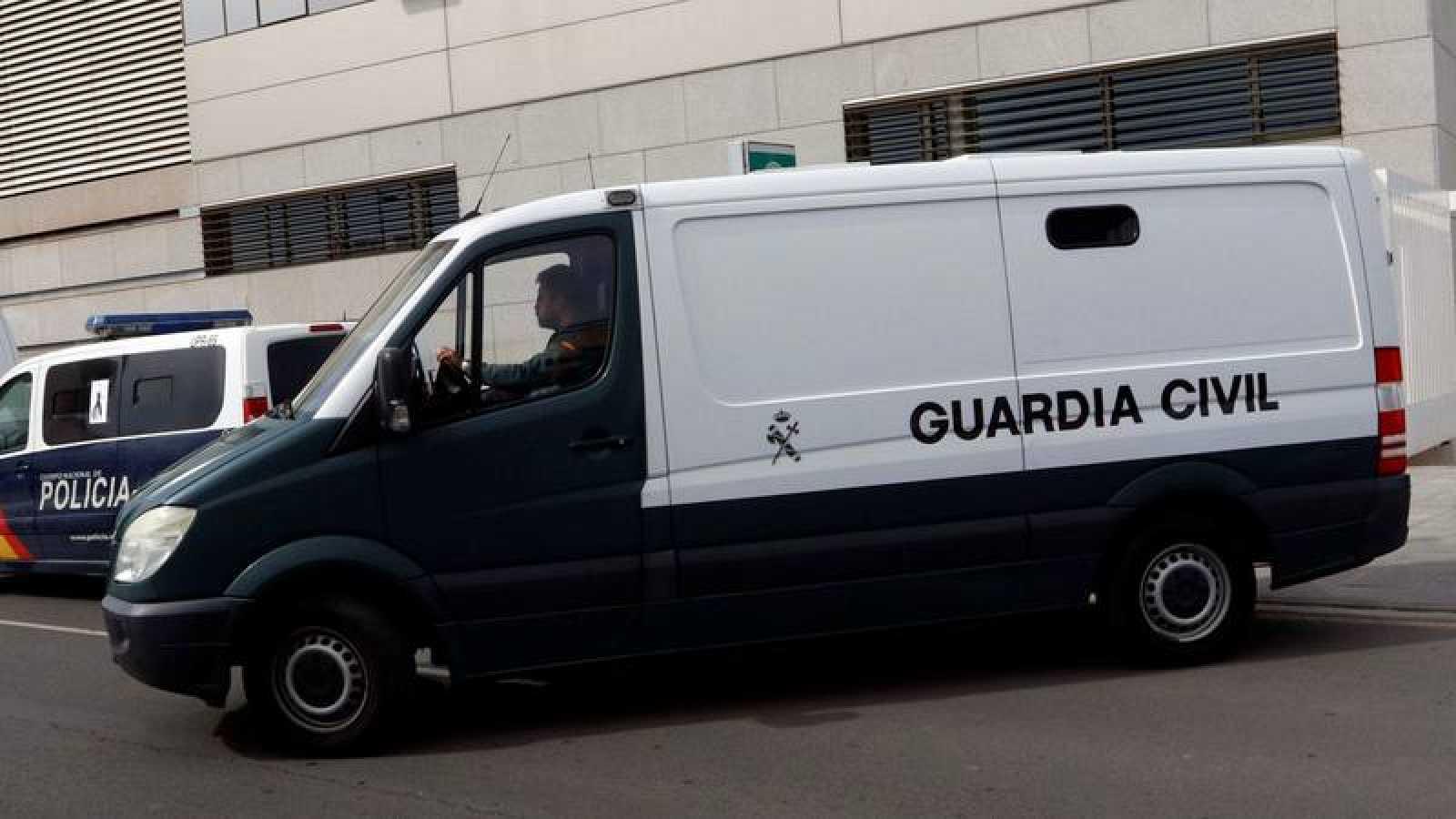 Fotografía de archivo de un furgón de la Guardia Civil