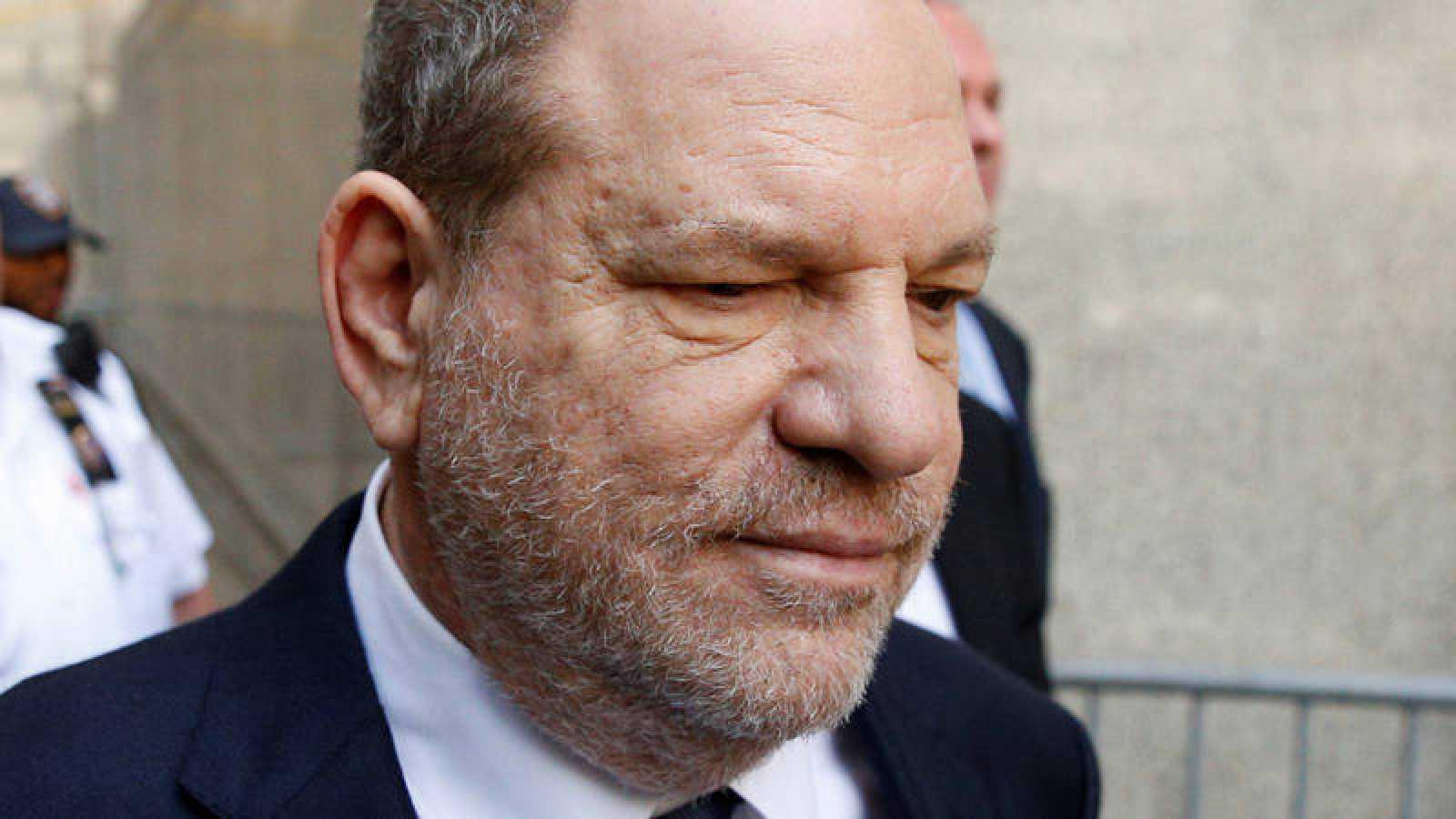 Harvey Weinstein a la salida del tribunal de Nueva York.