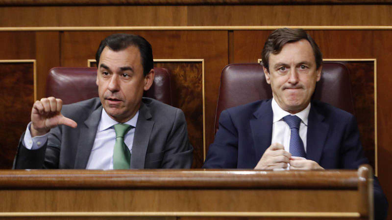 El portavoz parlamentario del PP, Rafael Hernando, y el coordinador general de la formación, Fernando Martínez-Maíllo