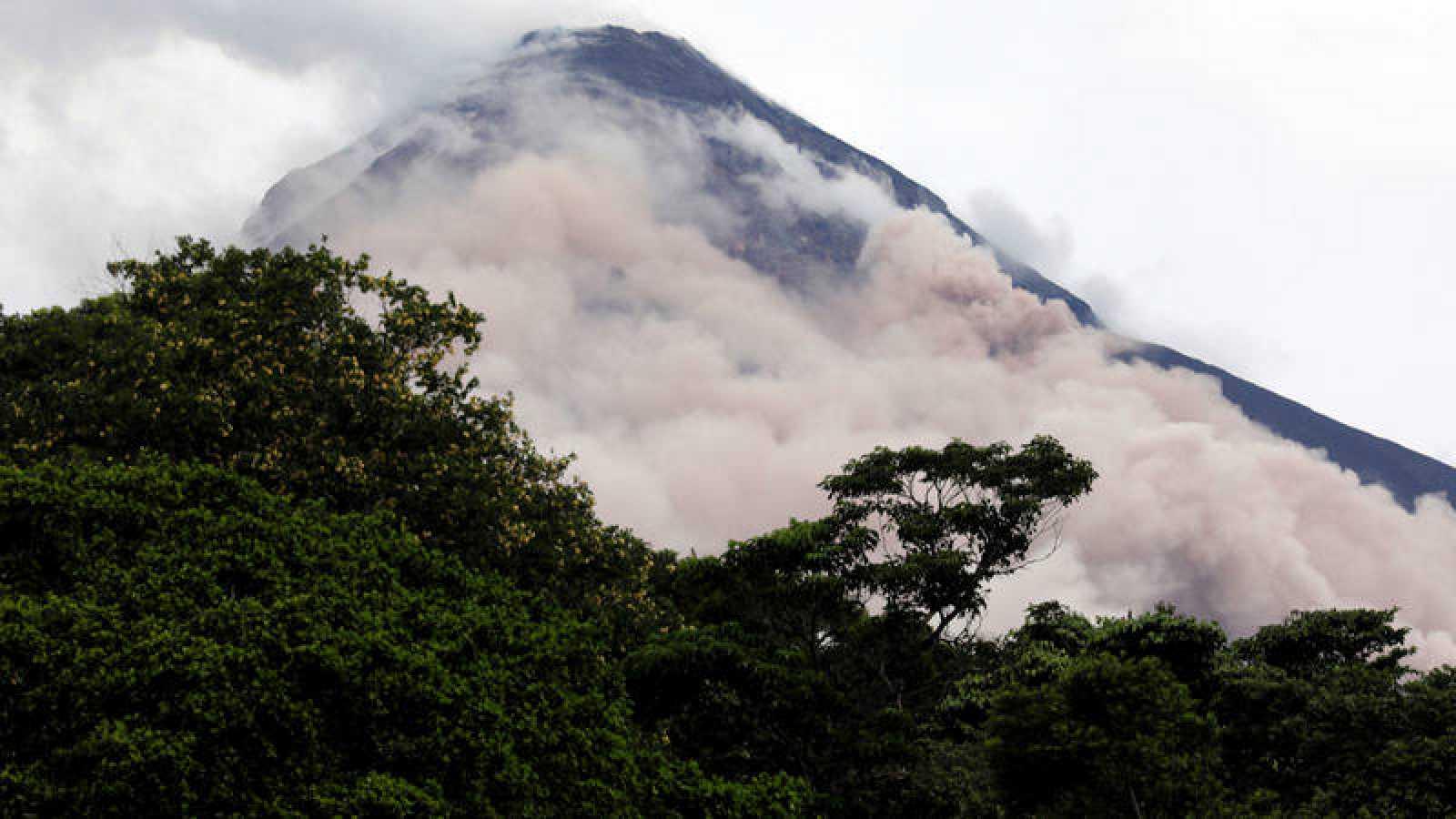 Vista del volcán del Fuego desde Escuintla, Guatemala.