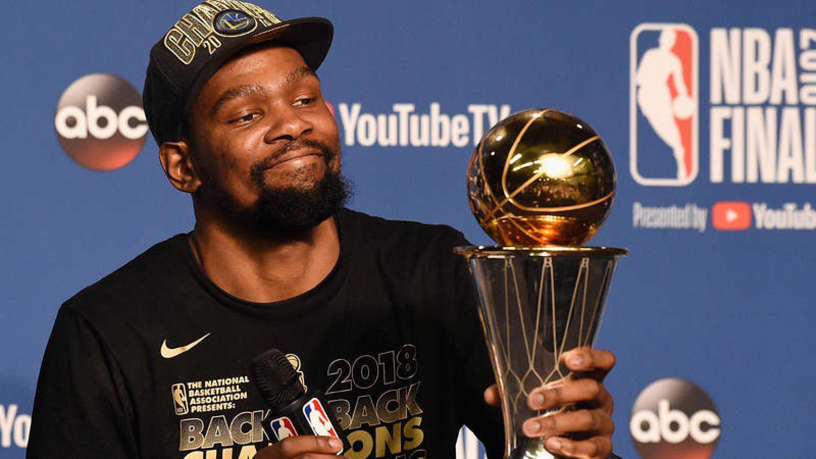 El alero de Golden State Warriors Kevin Durant 0e8195c0730