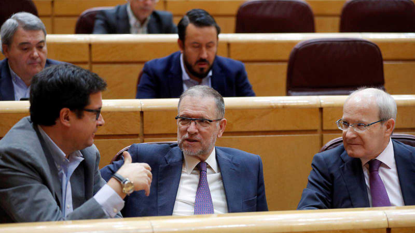Los senadores socialistas Óscar López Marcelino Iglesias y José Montilla en el pleno del Senado