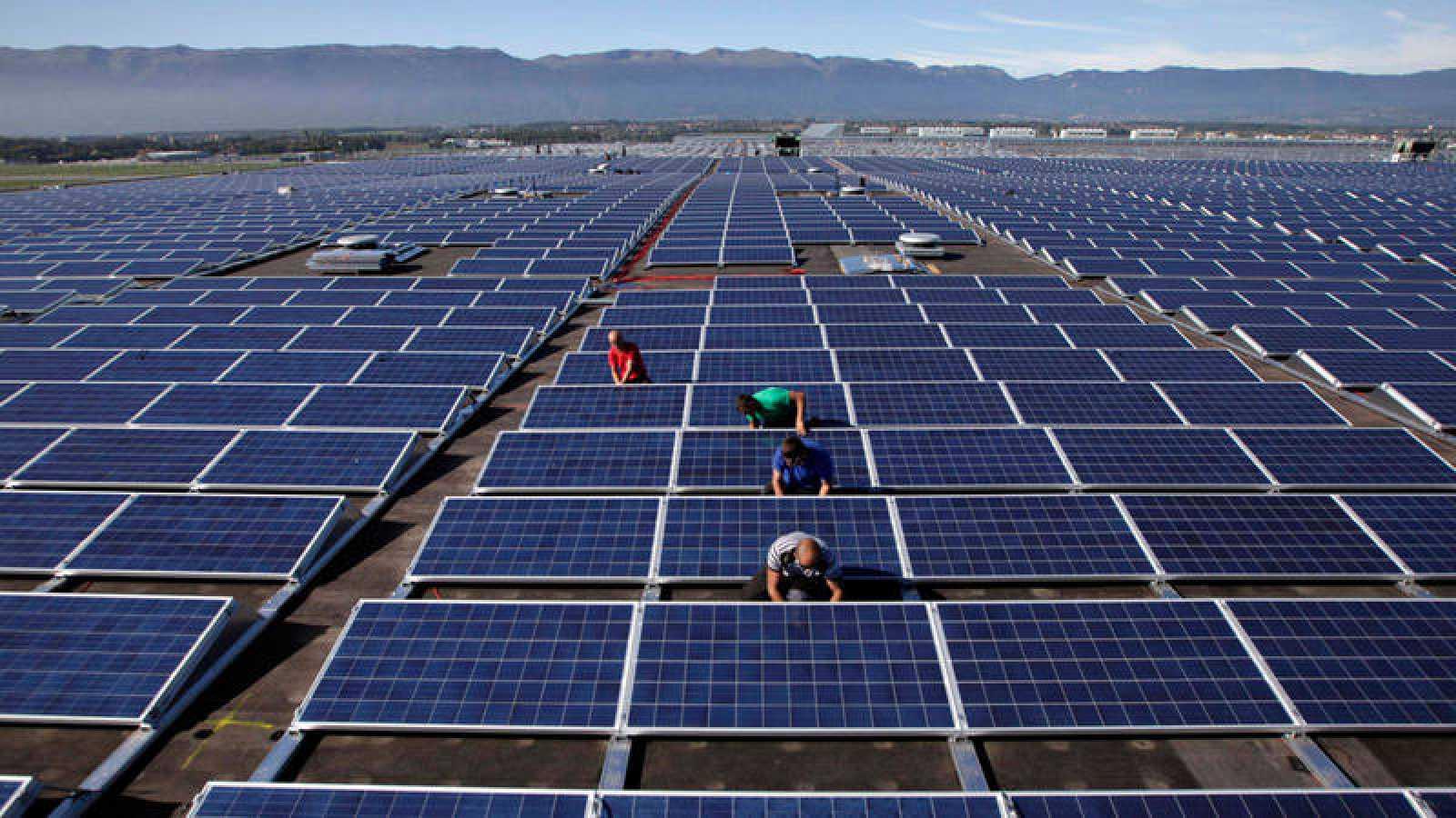 Instalación de un campo de paneles solares