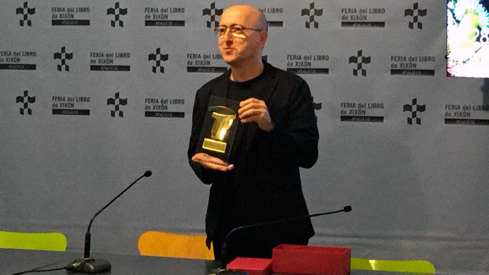 Oscar López de Página Dos premiado por la Feria del Libro de Gijón