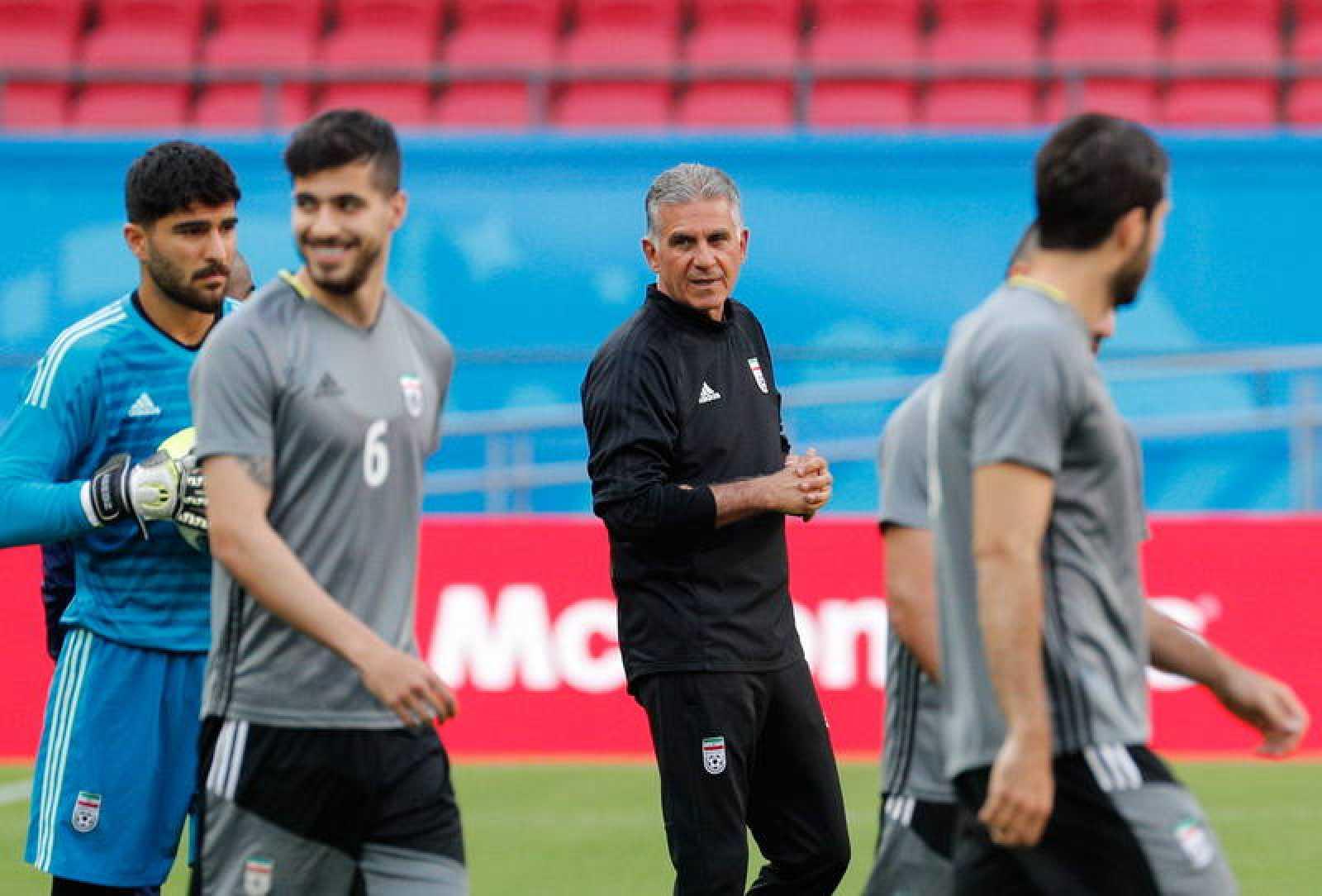 Queiroz dirigiendo el último entrenamiento antes de efrentarse a España.