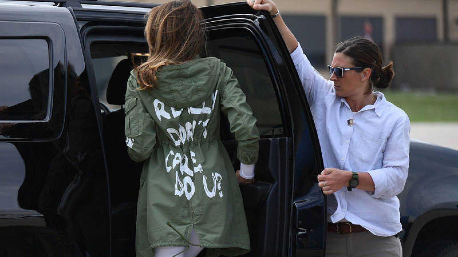 Un Mensaje En La Chaqueta De Melania Trump Eclipsa Su Visita