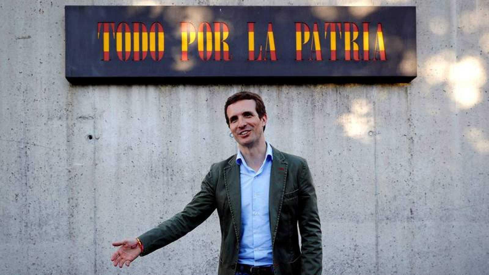 El precandidato a la Presidencia del PP Pablo Casado hace campaña en Alsasua.