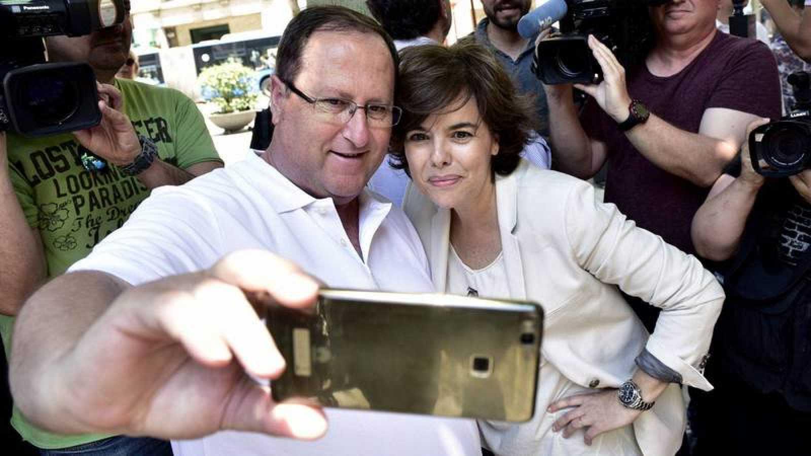Santamaría hace campaña en Mallorca para las 'primarias' en el PP