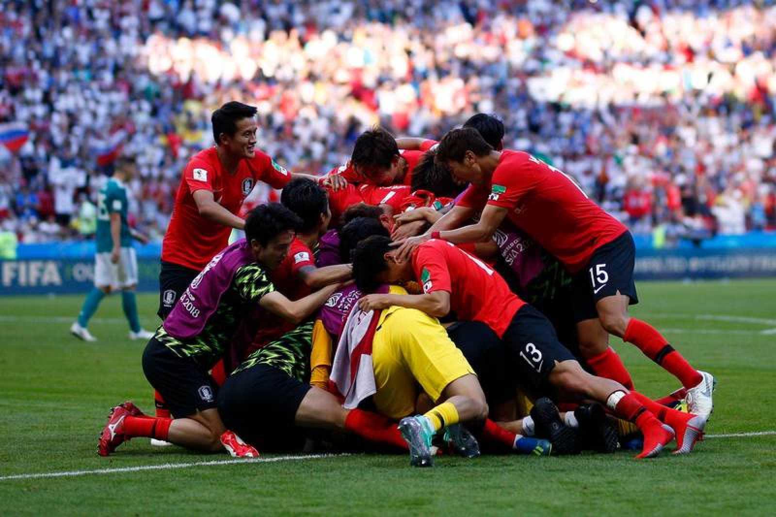 Los jugadores de Corea del Sur celebran su victoria sobre Alemania.