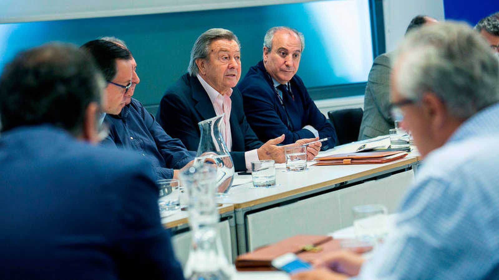 Reunión del comité organizador del congreso del PP, que preside Luis de Grandes.