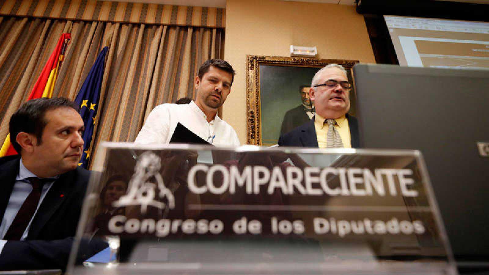 El presidente de la 'Plataforma de Víctimas del Alvia 04155', Jesús Domínguez, comparece en la comisión de investigación del accidente, en el Congreso de los Diputados