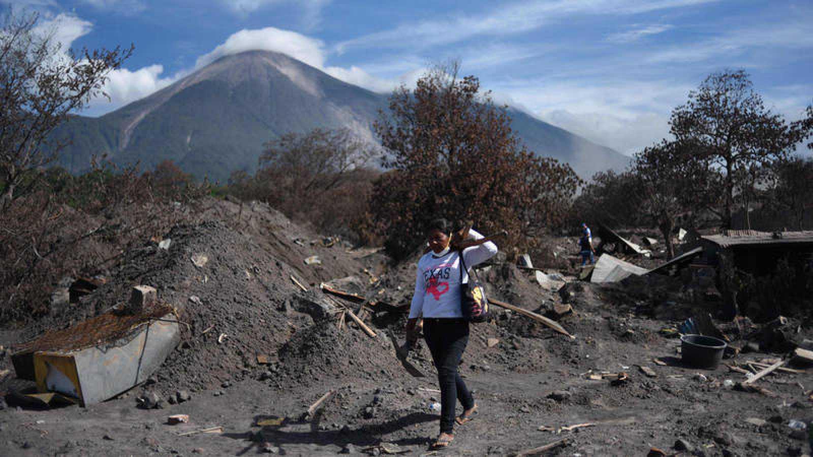 Búsqueda de supervivientes del volcán de Fuego en San Miguel Los Lotes el pasado 6 de julio