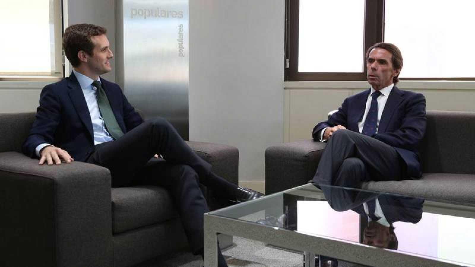 Aznar y Casado se reúnen en Génova.