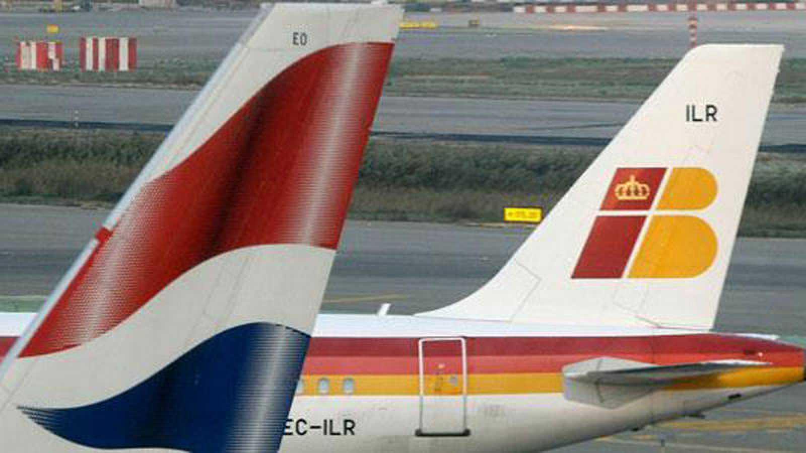 Colas de dos aviones de British Airways e Iberia, aerolíneas integradas en IAG