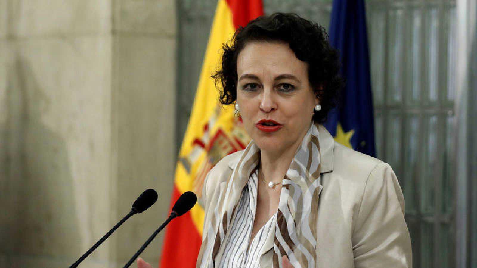 La ministra de Trabajo, Migraciones y Seguridad Social, Magdalena Valerio, ofrece declaraciones a los medios de comunicación tras presidir la Conferencia Sectorial de Inmigración