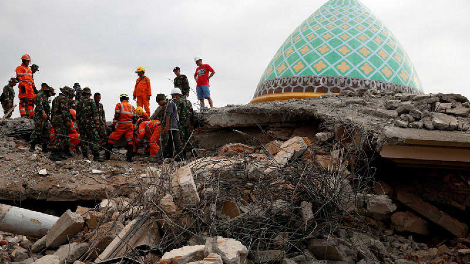 Indonesia eleva a 168 el número de muertos por el terremoto de Lombok