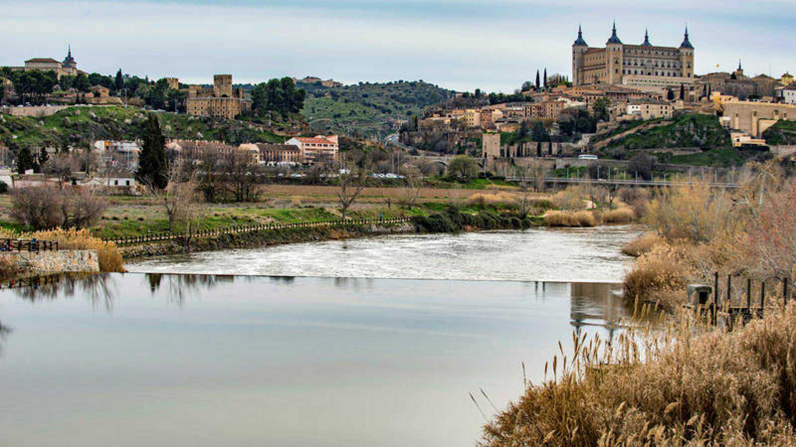 El río Tajo, a su paso por la ciudad de Toledo.