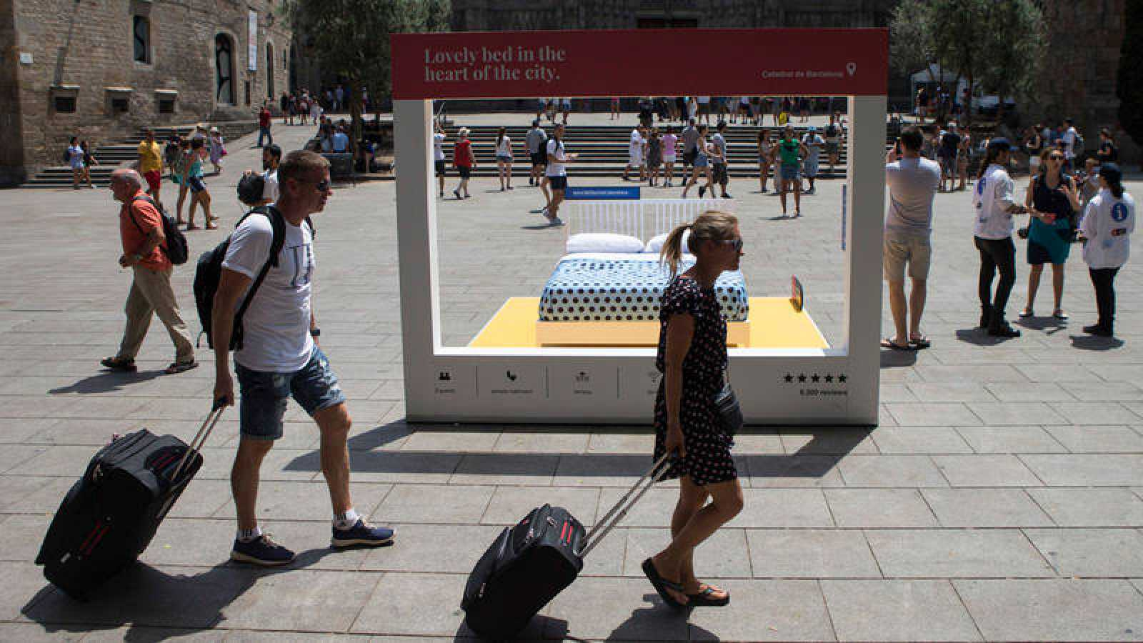Campaña del Ayuntamiento de Barcelona para concienciar a los turistas sobre los alquileres ilegales