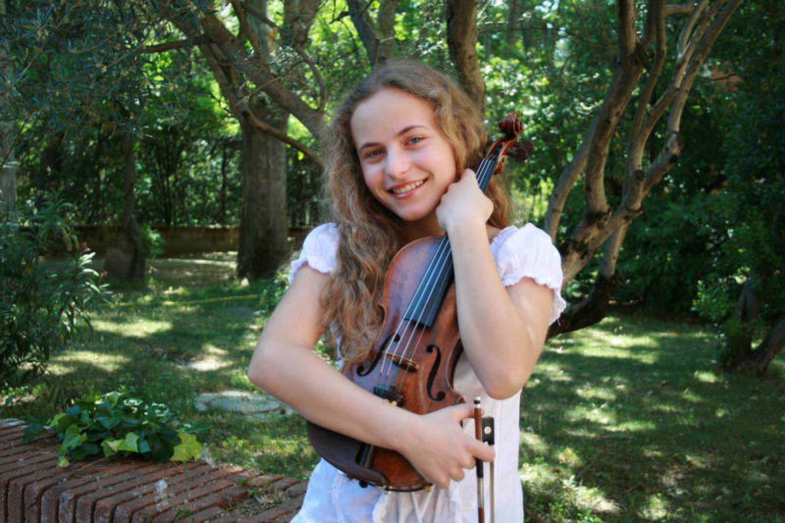La joven violinista es una de las ganadoras del talent musical de La 2 'Clásicos y Reverentes'