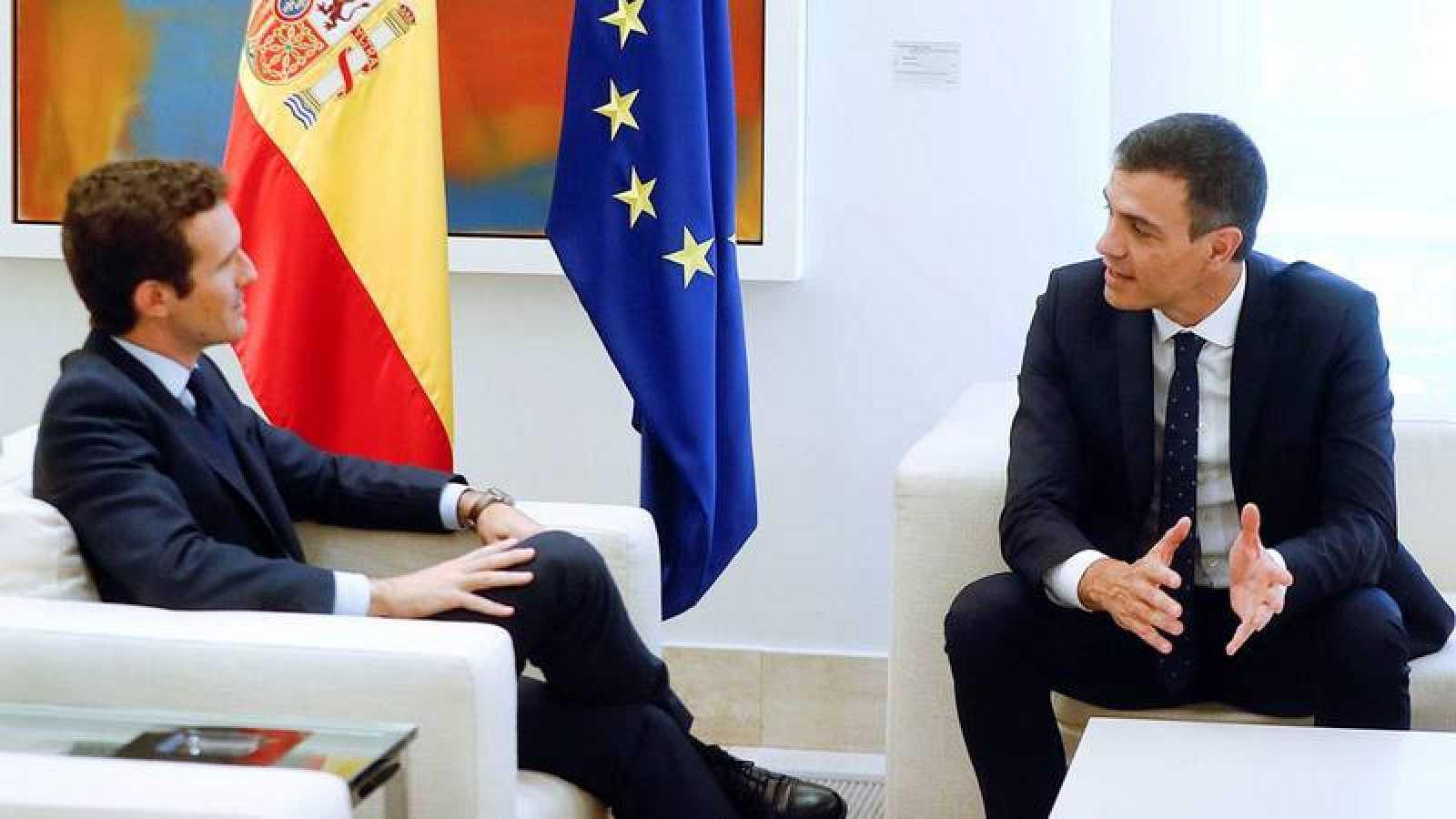 Pedro Sánchez y Pablo Casado, en su reunión en La Moncloa el pasado agosto.