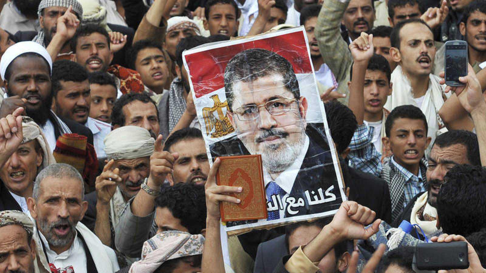 Manifestación a favor del depuesto presidente egipcio Mohamed Mursi y sus simpatizantes en 2013