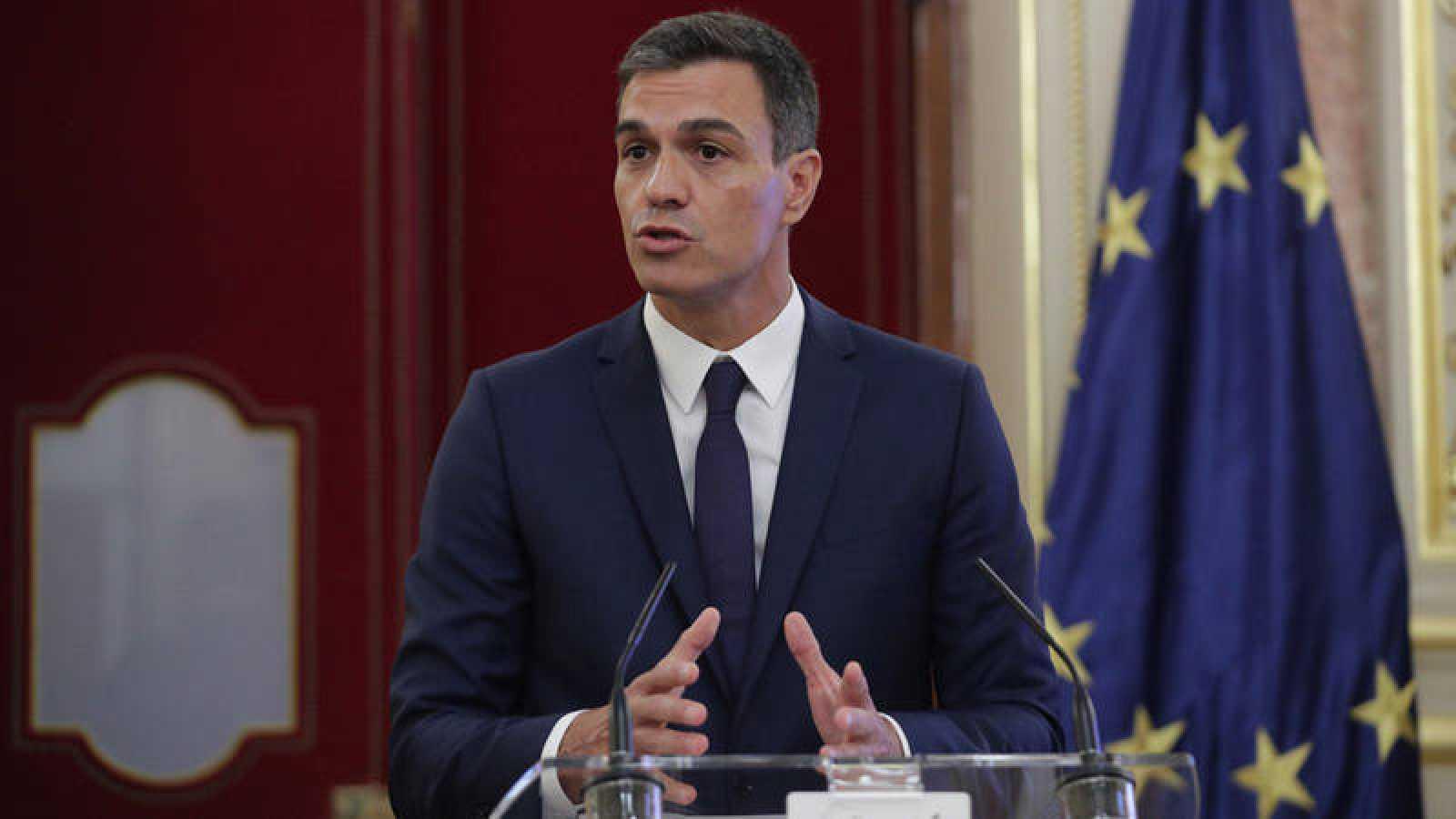 El presidente del Gobierno, Pedro Sánchez, en el Salón de los Pasos Perdidos del Congreso de los Diputados