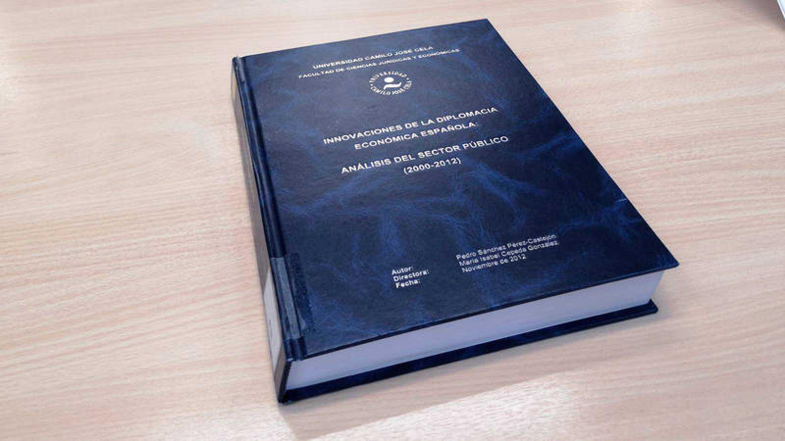 Portada de la tesis doctoral de Pedro Sánchez, que se encuentra en la biblioteca de la Universidad Camilo José Cela, en Madrid.