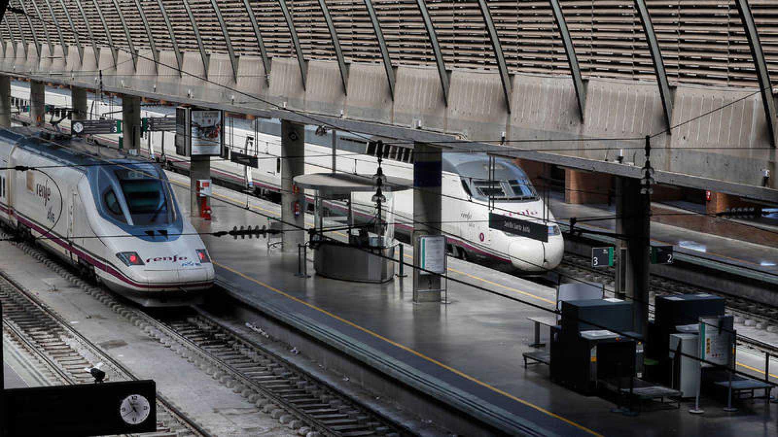 Trenes en la estación del AVE de Santa Justa, en Sevilla