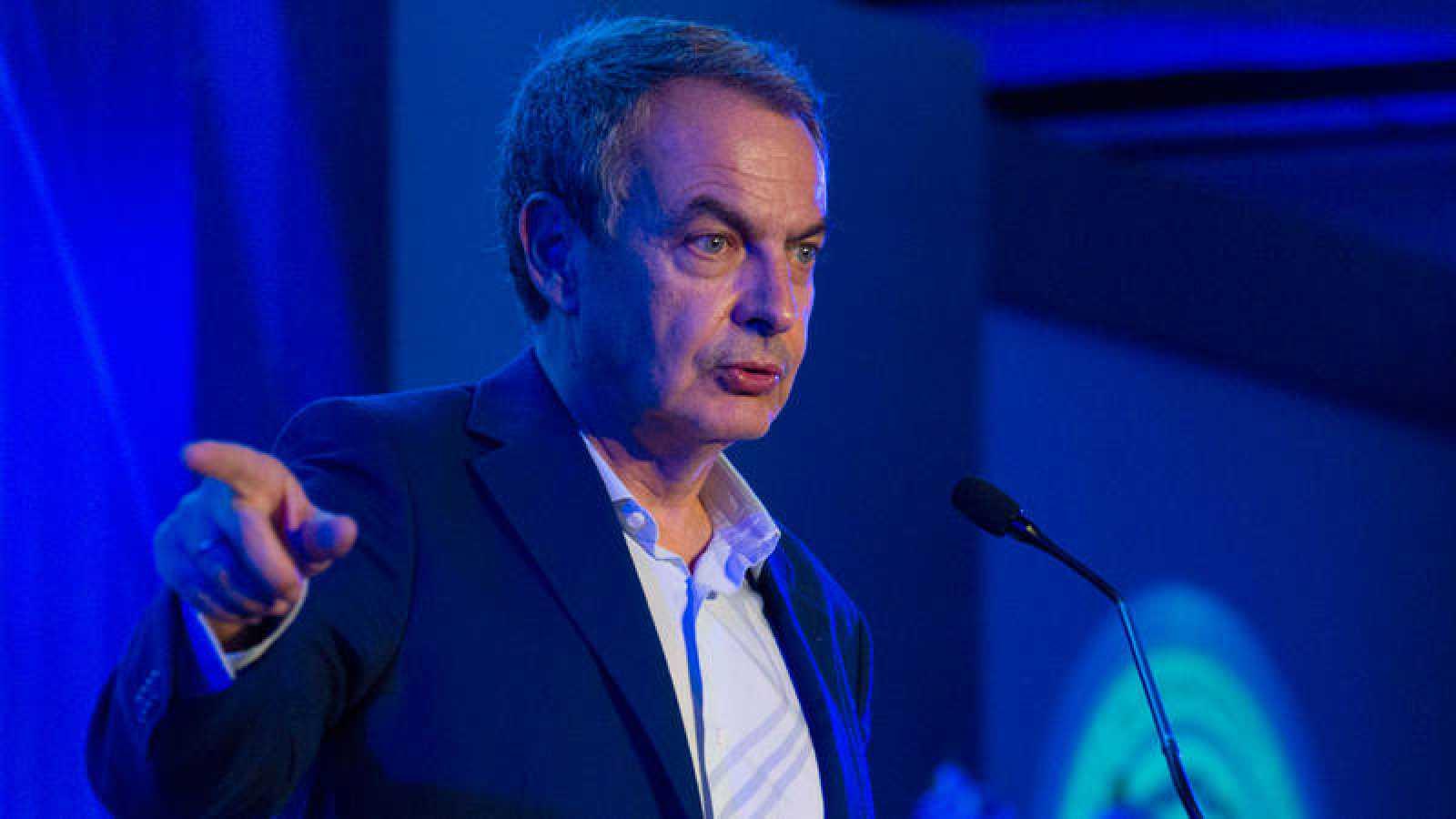 El expresidente del Gobierno, José Luis Rodríguez Zapatero,  habla durante una conferencia