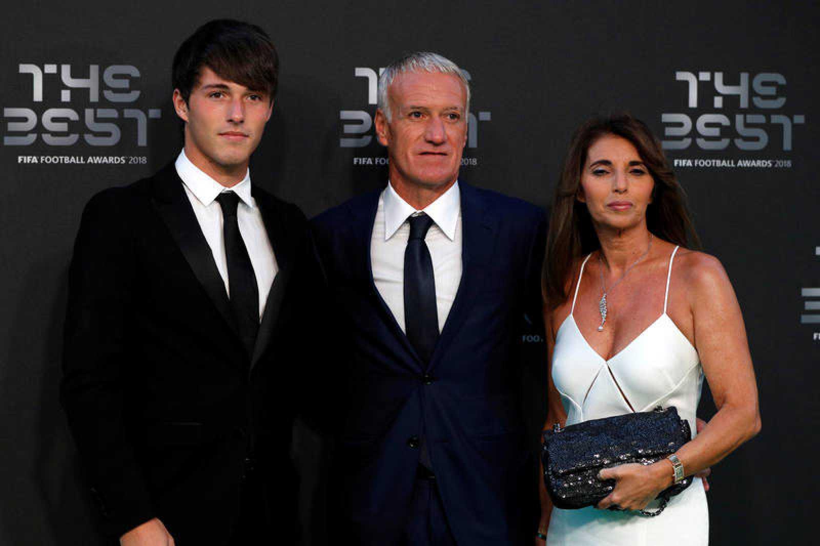 Deschamps, junto a sus acopañantes, antes de la gala de la FIFA a los mejores del 2018