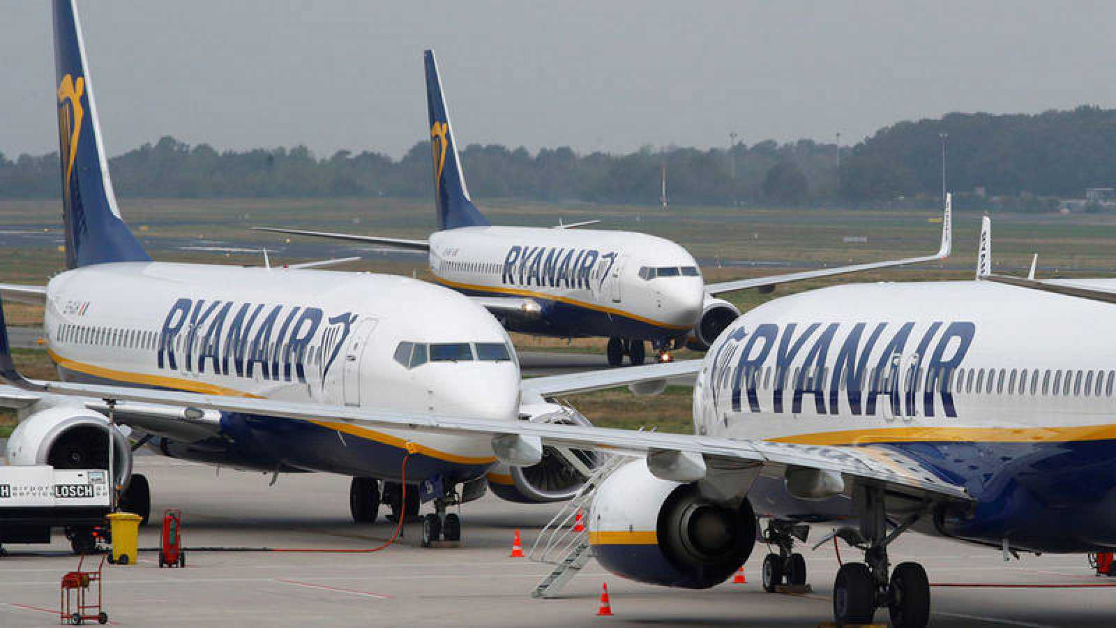 Imagen de archivo de tres aeronaves de la compañía Ryanair.