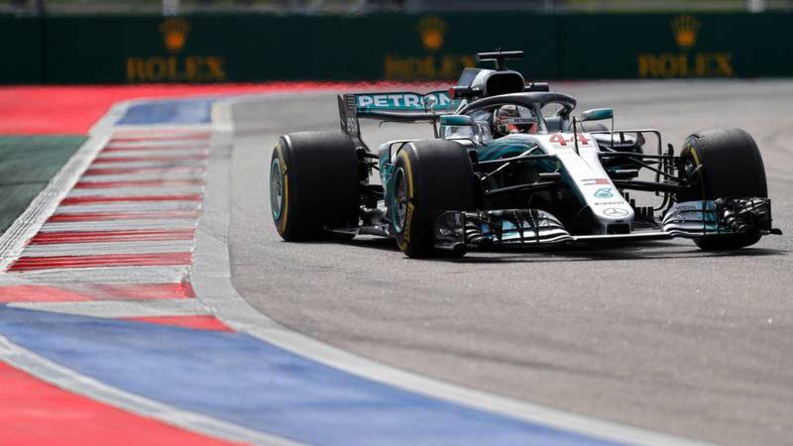 Los Mercedes de Hamilton y Bottas se desmarcan en los  segundos libres