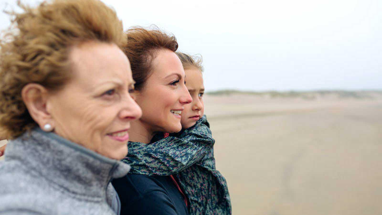 Tres mujeres de diferentes generaciones