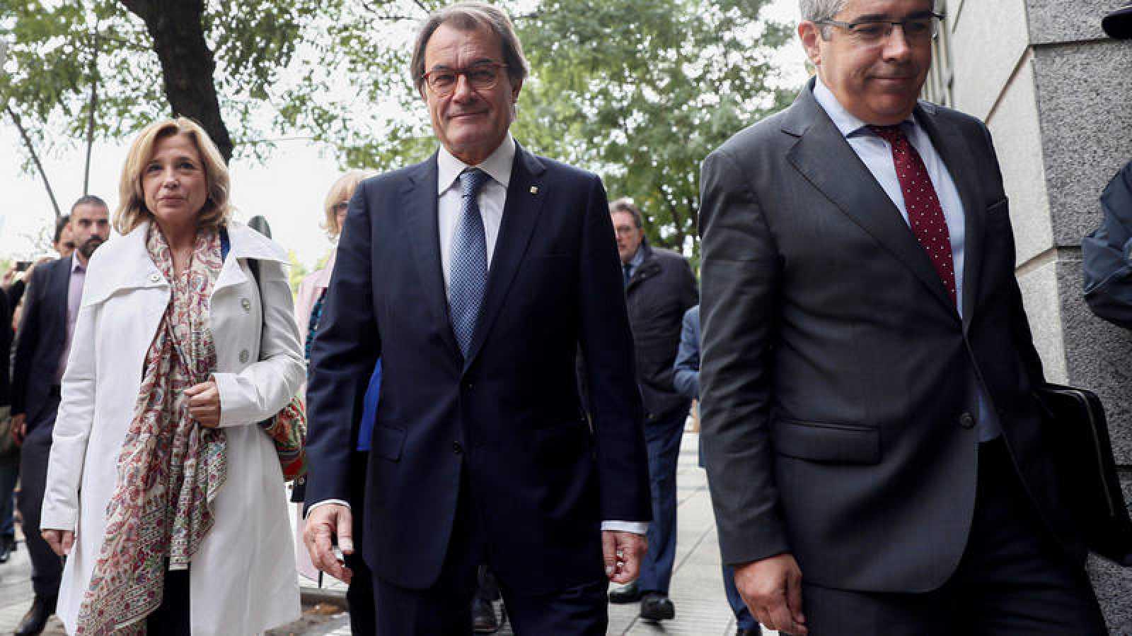 Artur Mas flanqueado por Joana Ortega y Francesc Homs