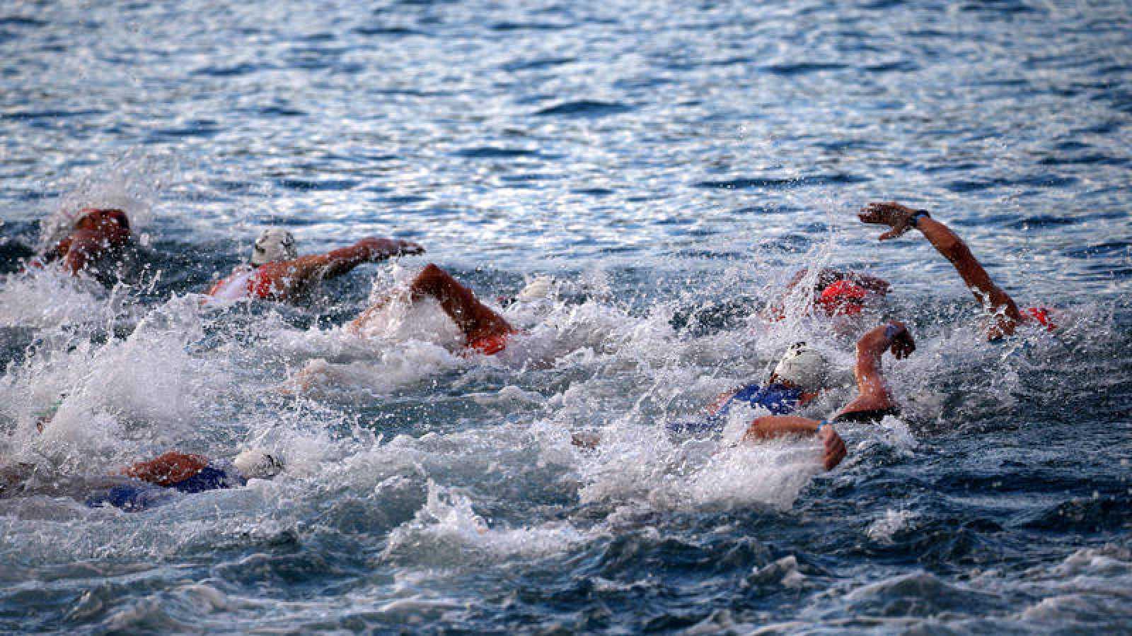 Imagen de la prueba de natación profesional del Mundial de Ironman de Kona.