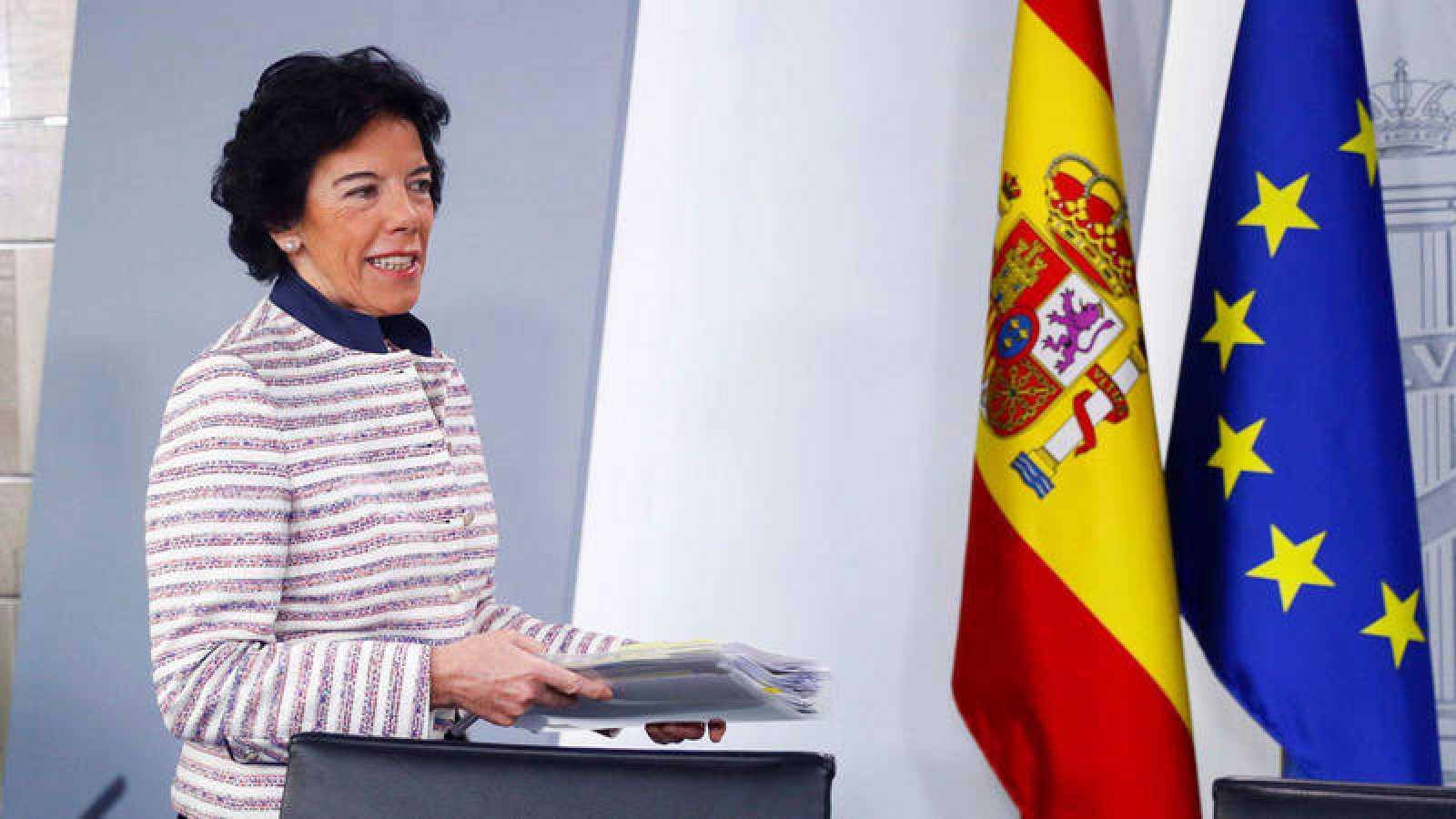 La ministra portavoz Isabel Celaá durante una rueda de prensa