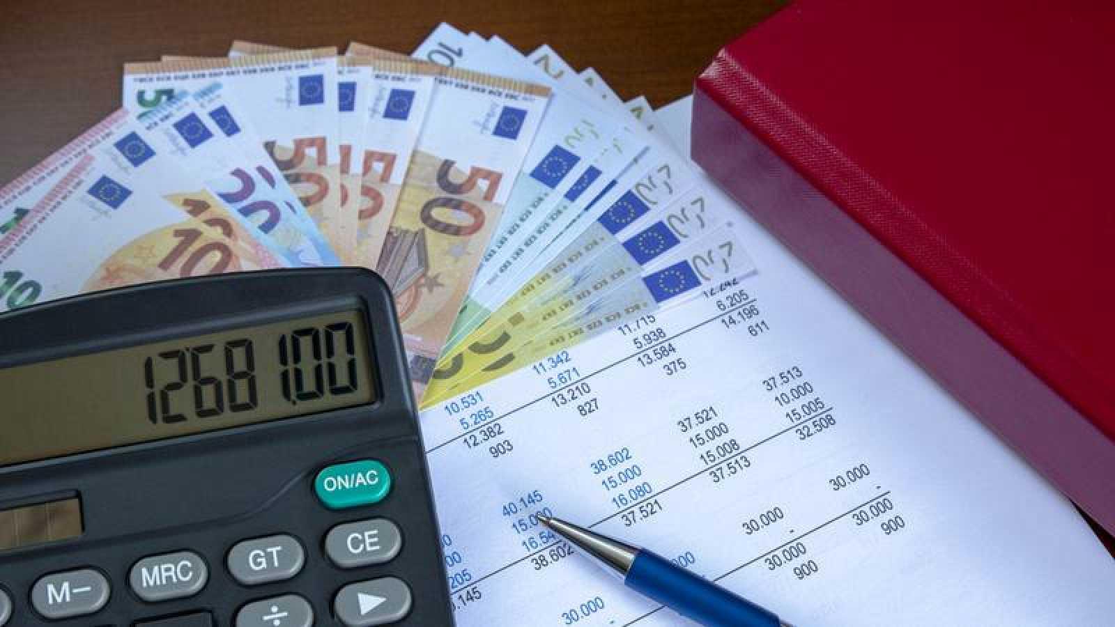 El 57,4% de los españoles cree que paga mucho en impuestos, segun el CIS