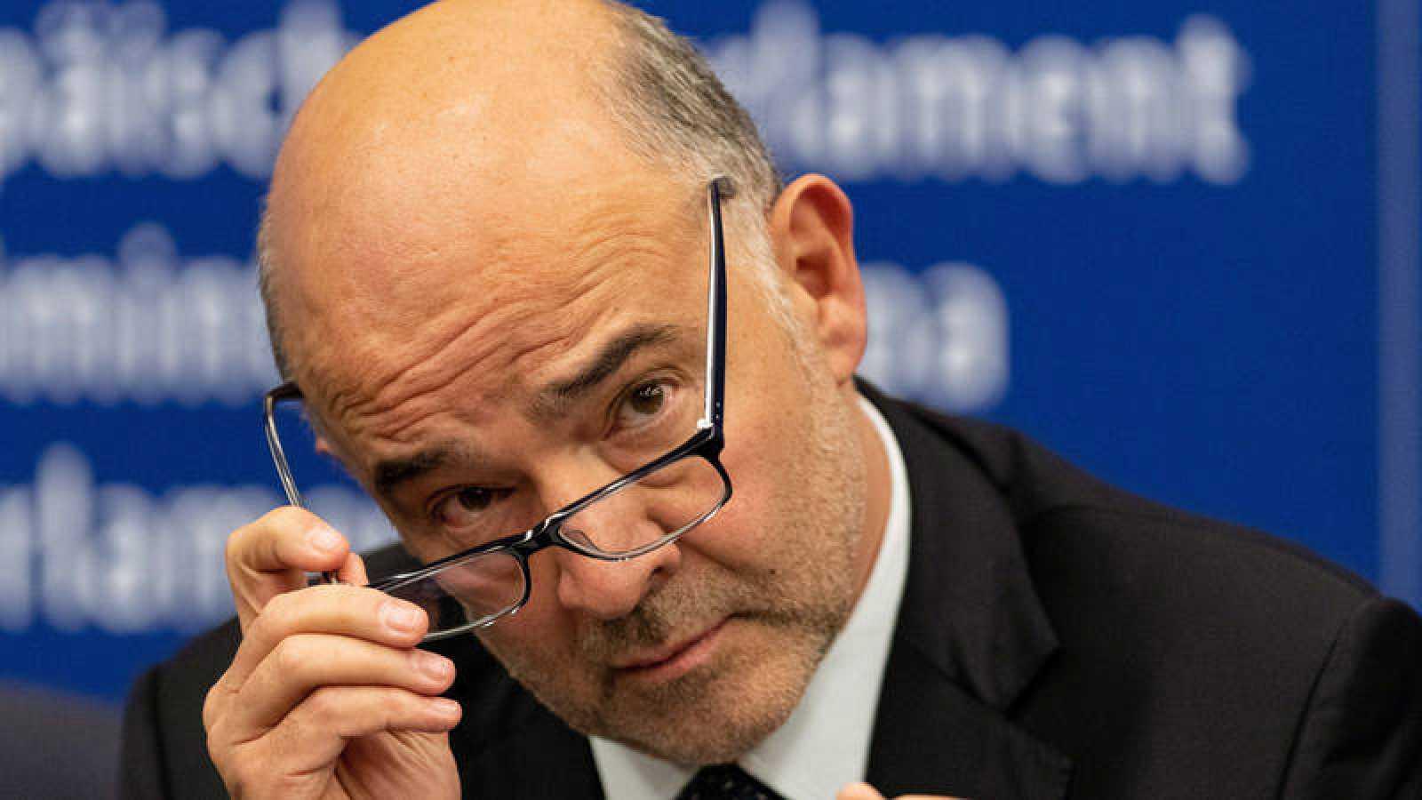 El comisario europeo de Asuntos Económicos, Pierre Moscovici, durante una rueda de prensa en el Parlamento de Estrasburgo