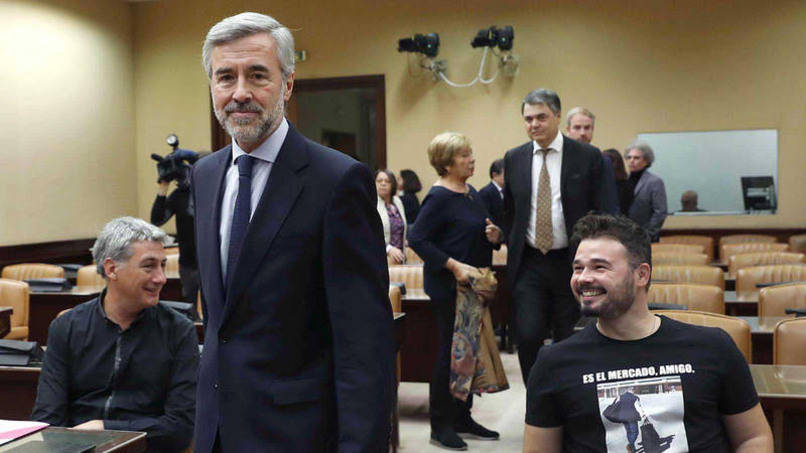 El ex secretario general del PP y exministro del Interior Ángel Acebes llega a la Comisión de Investigación sobre la presunta financiación ilegal del PP