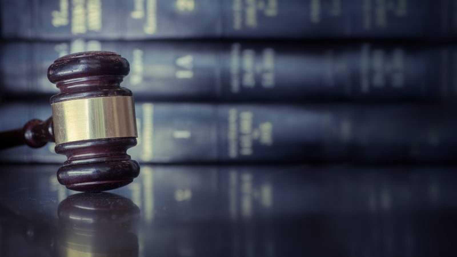 Imagen recurso del mazo de un juez.