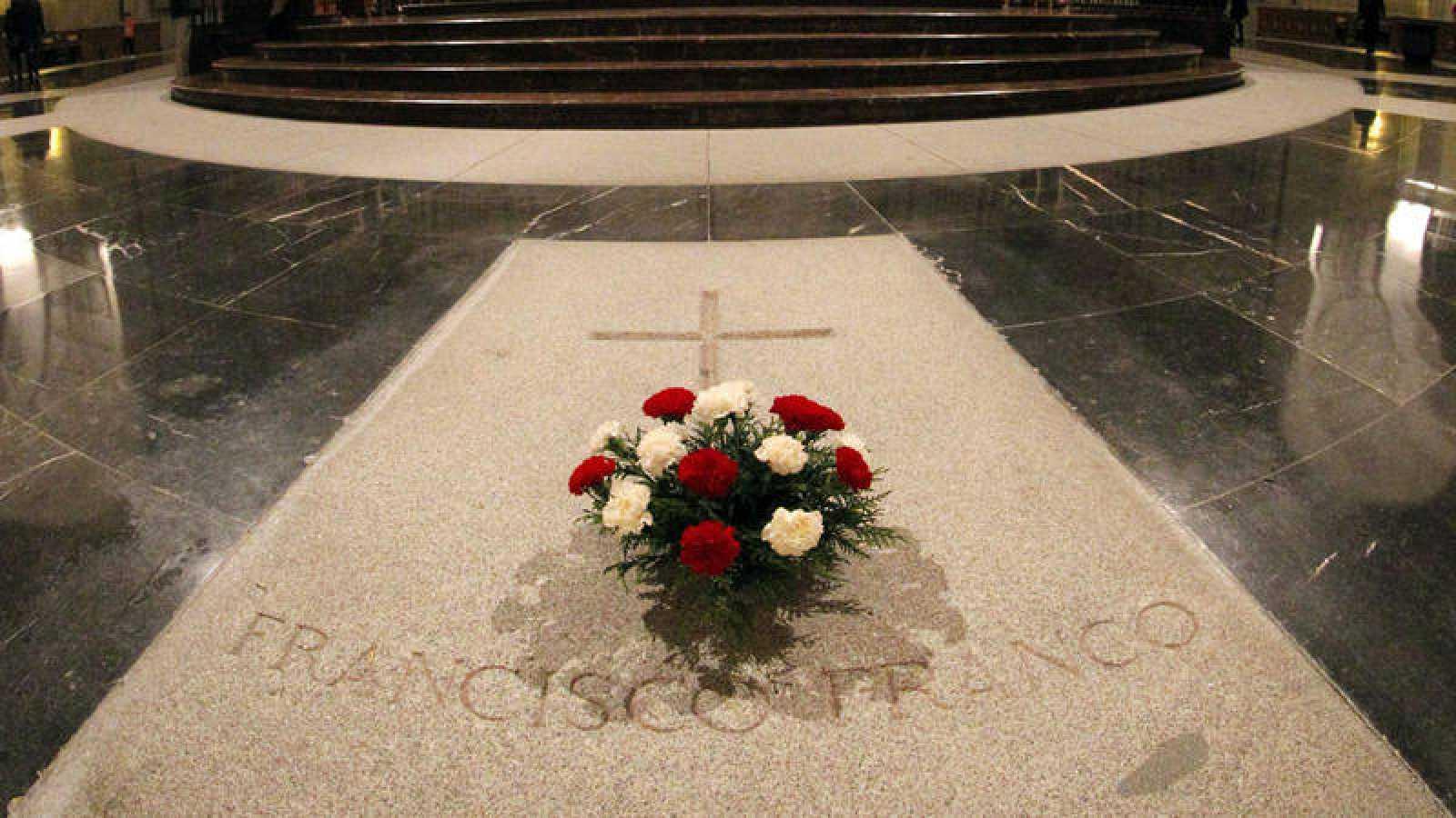 Fotografía de archivo de la tumba de Francisco Franco en el Valle de los Caídos.