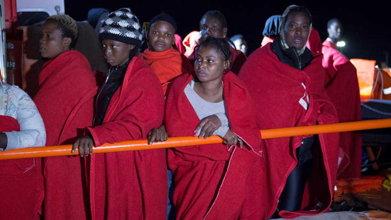 Mujeres rescatadas por Salvamento Marítimo el pasado octubre