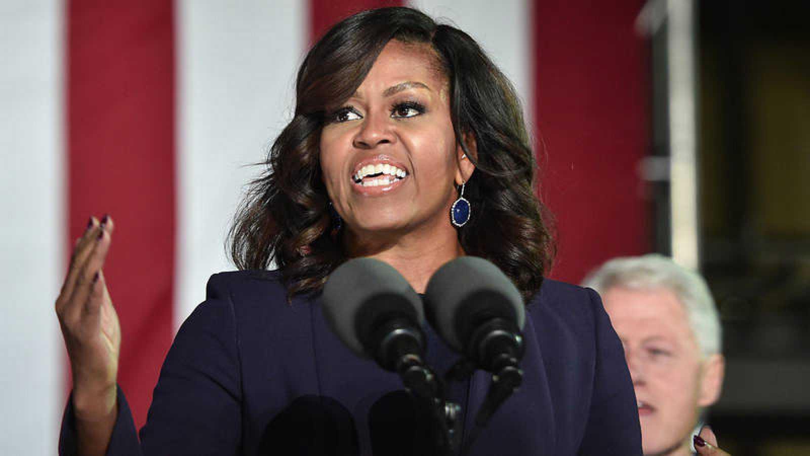 Michelle Obama interviene en un acto del Partido Demócrata en Durham, en New Hampshire