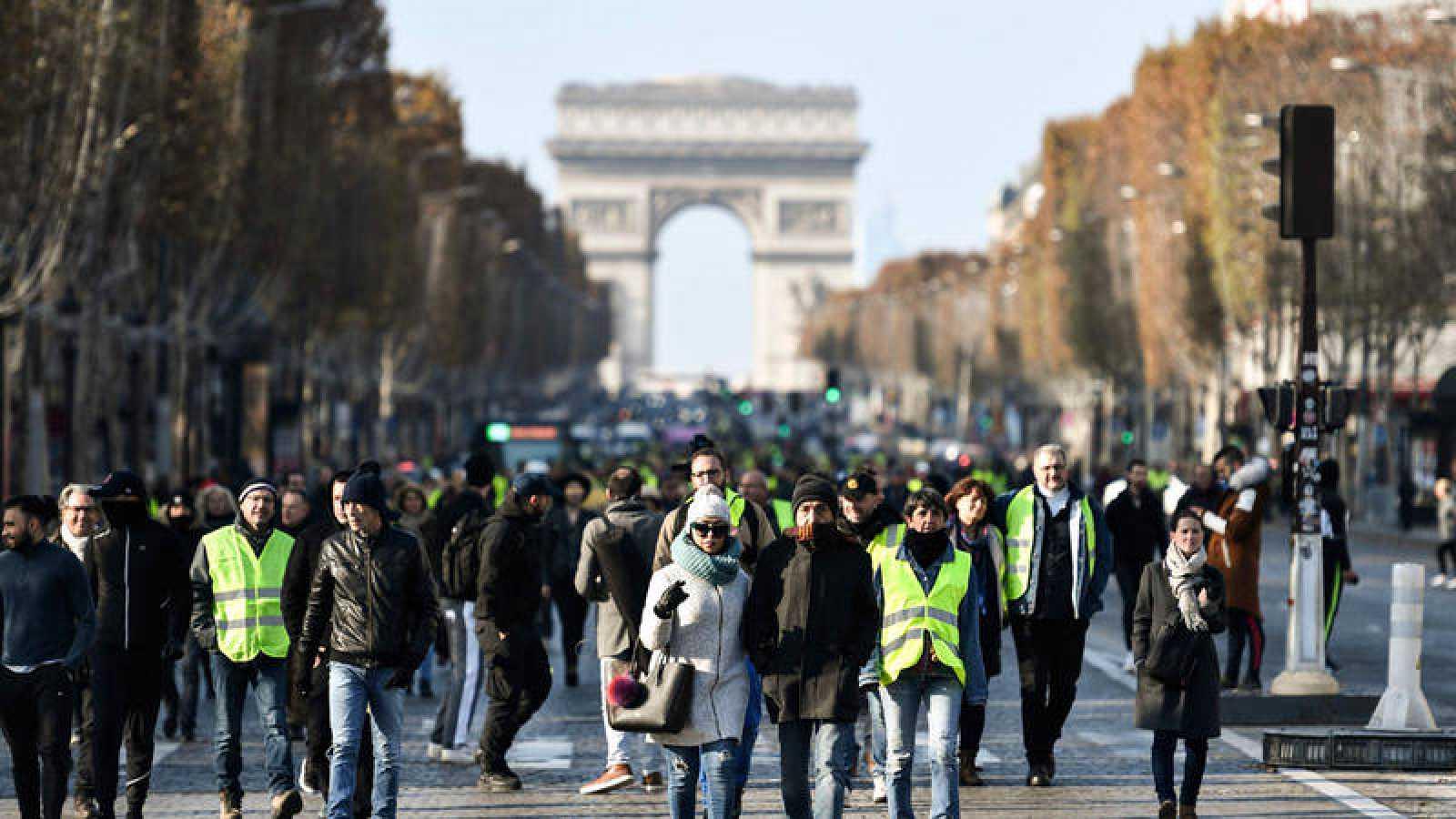 Manifestación en los Campos Elíseos de París por la subida d elos carburantes