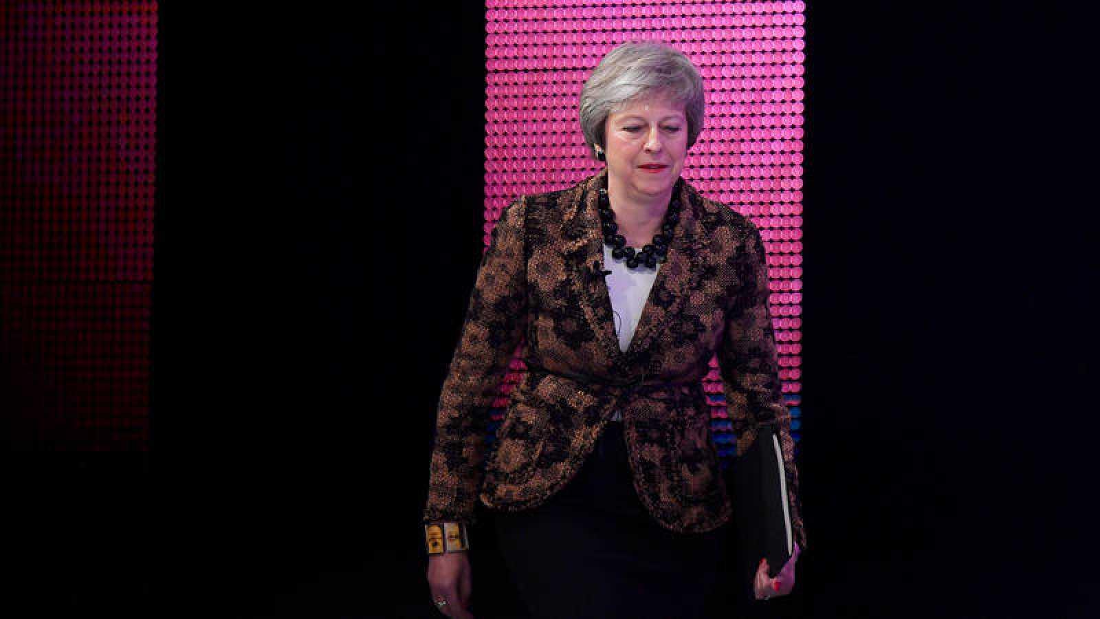 La primera ministra británica, Theresa May, asiste a la conferencia anual de la Confederación de la Industria Británica