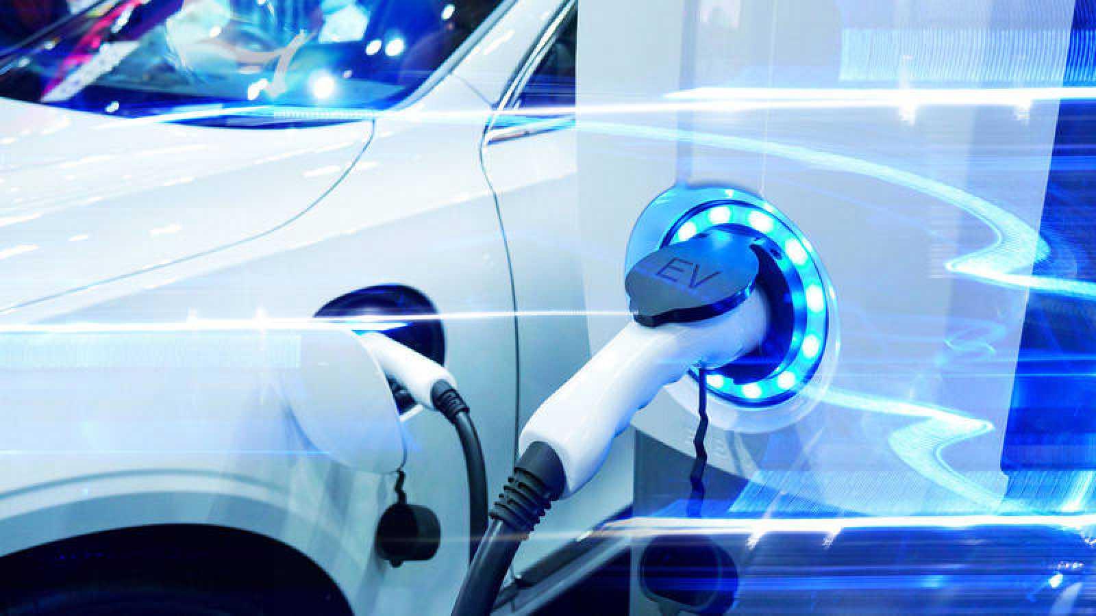 El fin del coche de combustión obliga al eléctrico a pasar de cero a cien en 20 años