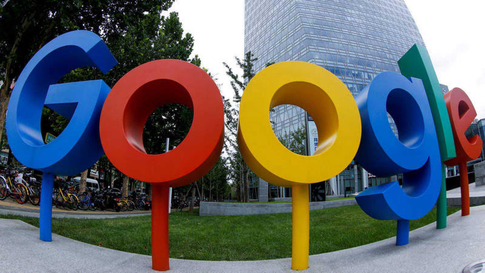 Las principales aplicaciones de Google son Maps, Gmail, el buscador Google y Youtube.