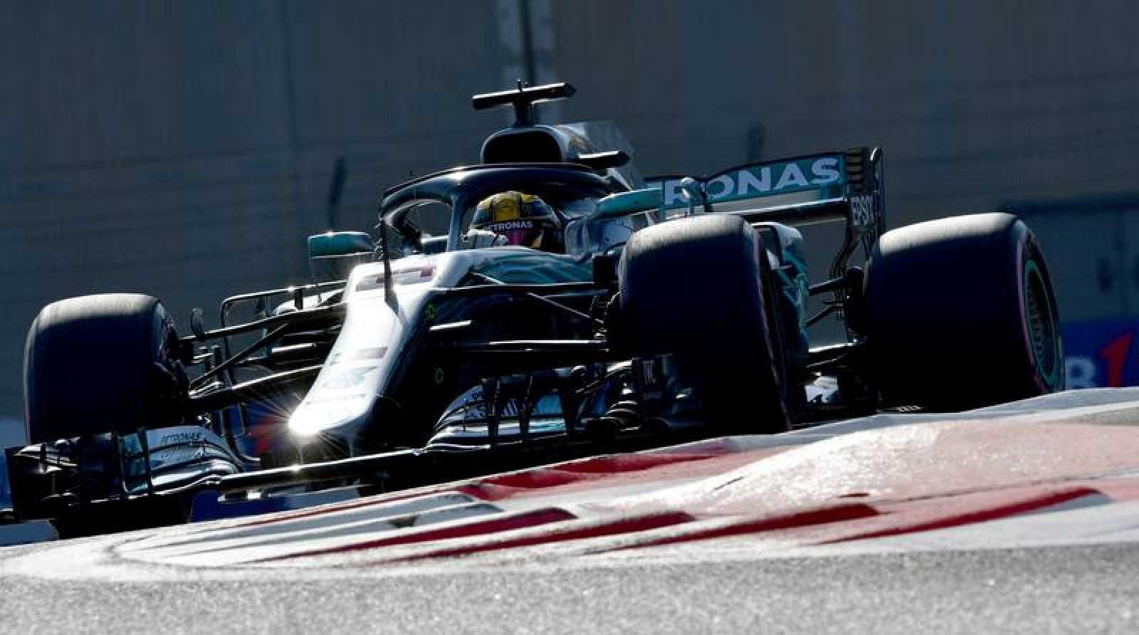 Lewis Hamilton durante los entrenamientos del GP de Abu Dhabi.