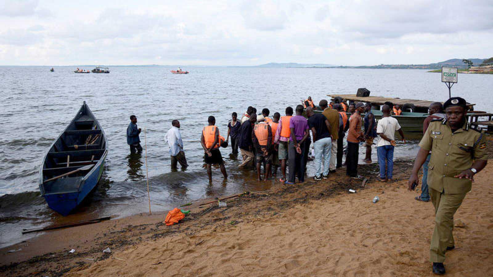 Mueren al menos 23 personas en el naufragio de una embarcación de lujo en el Lago Victoria