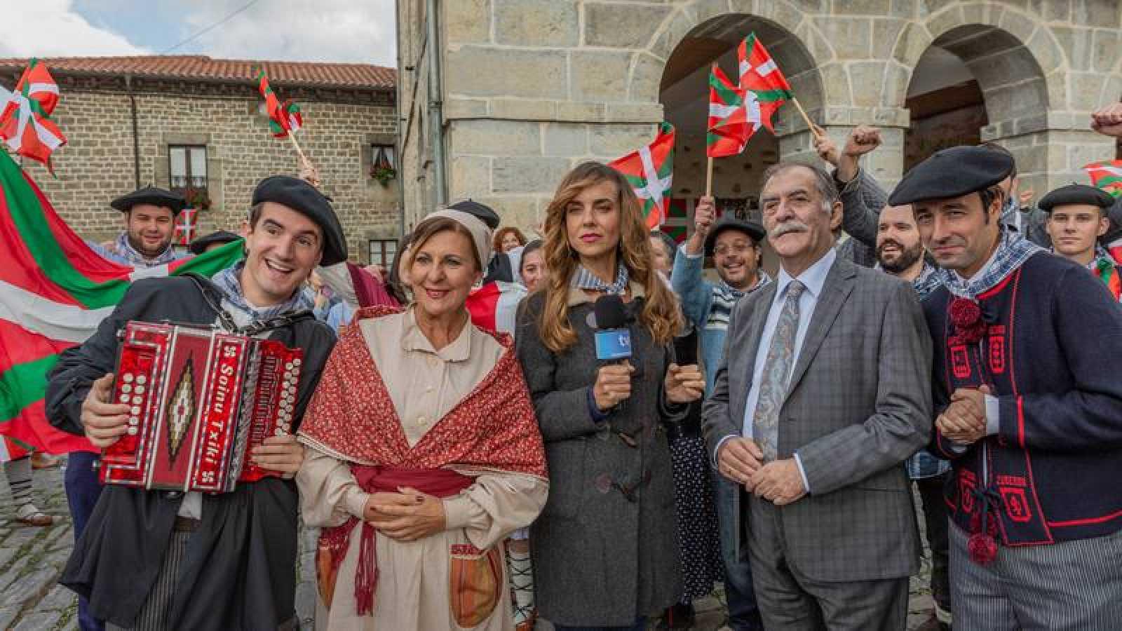 Parte del reparto de 'La pequeña Suiza'